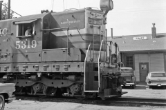 SP 5319 with Train 53 (Photo)