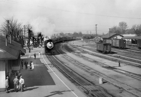 San Joaquin Daylight at Tracy (1941 Photo)