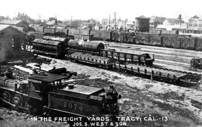 Image of the Southern Pacific Railroad's Tracy, Calif., facility before 1910