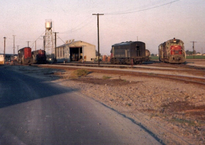 SP Tracy Engine Shed (Photo)