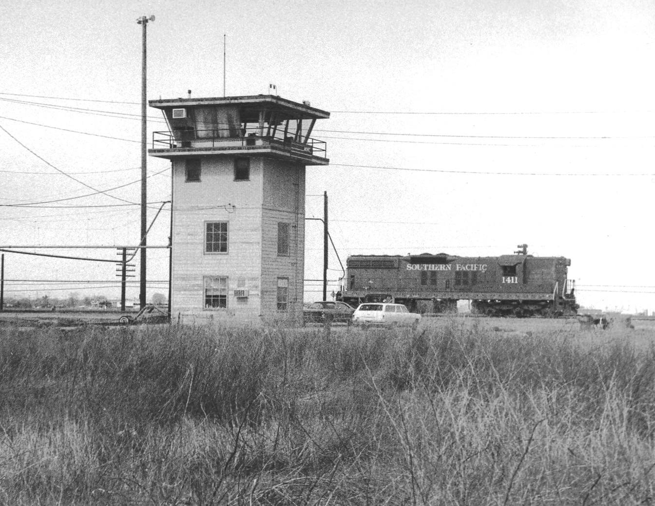 SP Tracy Yard Tower (Photo)